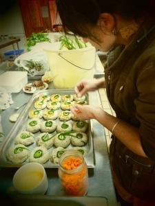 Streltia seed and wild garlic rolls